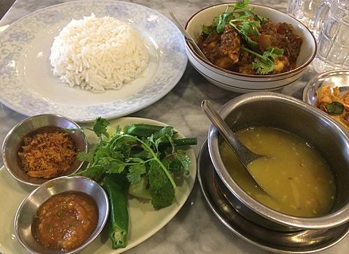 高級カフェ「ラングーン・ティーハウス」(Rangoon Tea House)