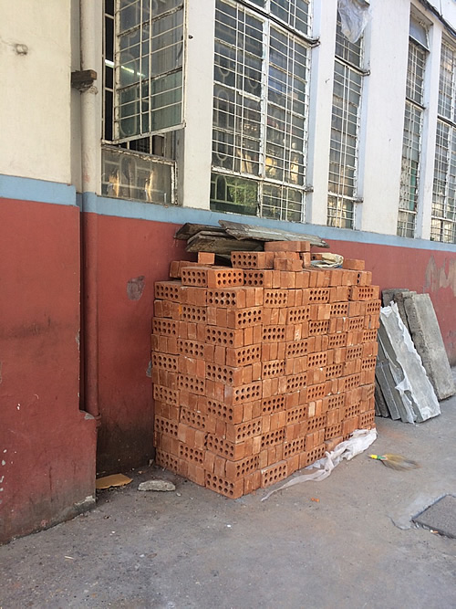 ヤンゴンではあちこち工事だらけ