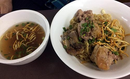 シャン族料理「999(トリプル・ナイン)」