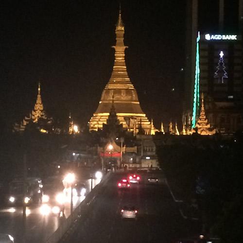 ヤンゴンは夜散歩も楽しい!
