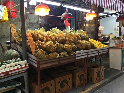 澳門の「紅街市」市場場外?豊富な生鮮食料品たち