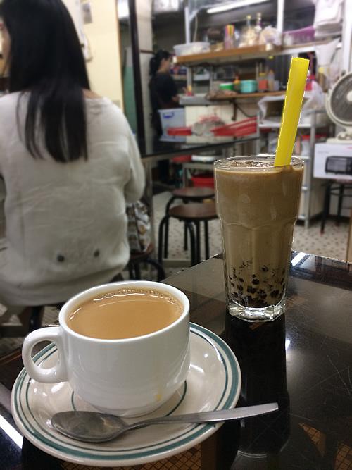 澳門で休憩は、地元喫茶室でミルクティー!