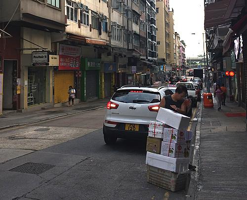 香港の朝の街<西営盤>