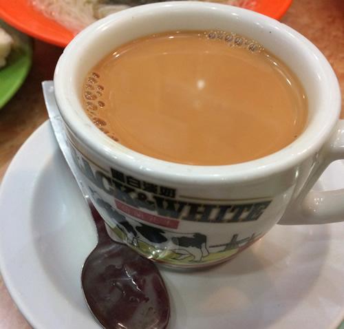 香港オジサンたちに混じって香港の朝食スタイルにトライしてみる