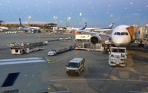 出発の成田空港、ANAでトラブル発生!!