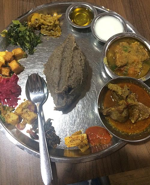 ネパール人が365日食べるというダルバートを食べる!@カトマンズ