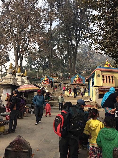 タメル地区から徒歩で世界遺産の寺院へお参り「スワヤンブナート」@ カトマンズ
