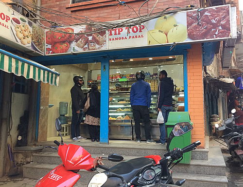 タメル地区のスイーツとサモサのお店「TIPTOP」@ カトマンズ