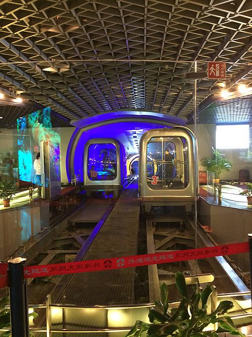 上海外灘観光隧道(トンネル)