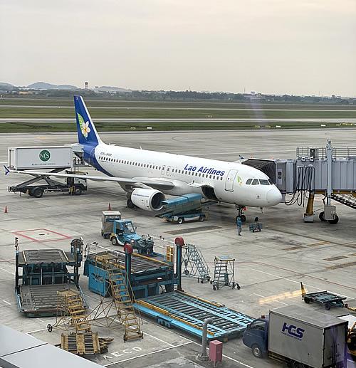 ハノイ経由でラオス ヴィエンチャンへGO! ラオス航空 飛行機