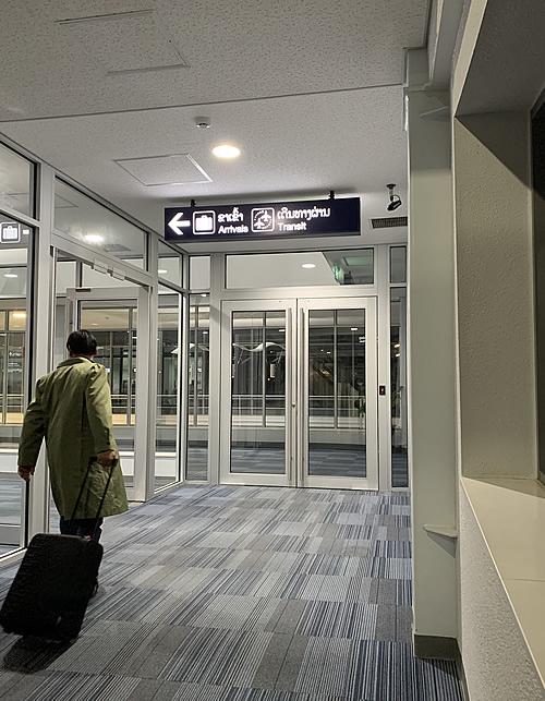 ヴィエンチャンの国際空港「ワットタイ国際空港」に到着