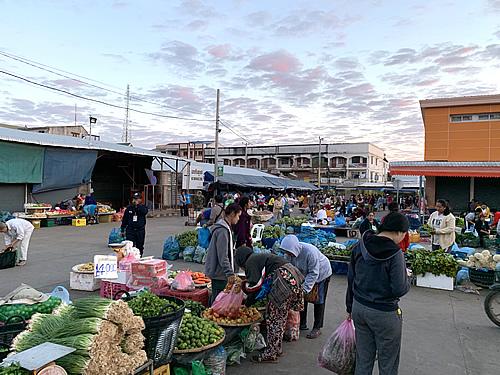 1月1日 タラートサオ近くの朝市(動画あり) @ ヴィエンチャン