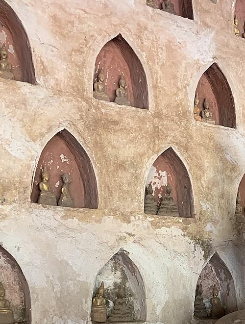7,000体以上の仏像が安置される ワット・シーサケット @ ヴィエンチャン