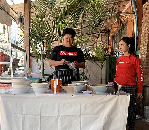 麺料理の美味しいイマドキのカフェ @ ヴィエンチャン