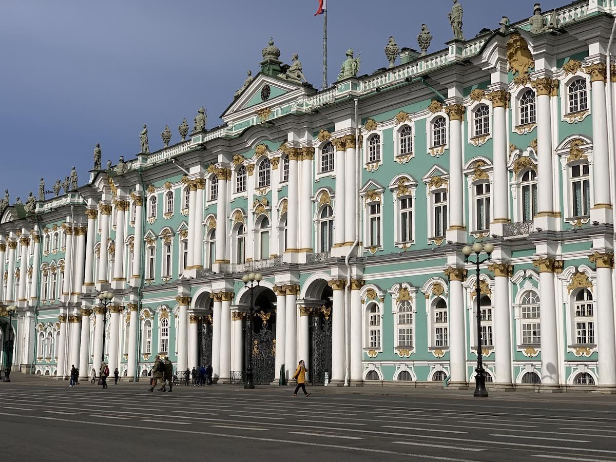 宮殿広場とエルミタージュ美術館