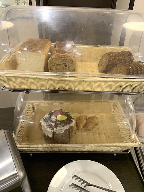 サンクトペテルブルク Mホテルの朝食のパン