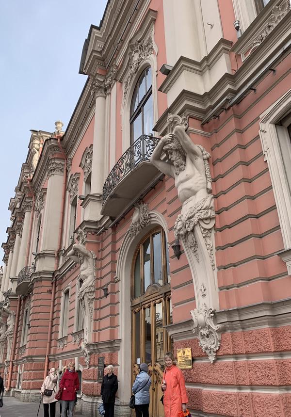 目抜き通りのネフスキー大通りは、素敵な建物がいっぱい! @ サンクトペテルブルク