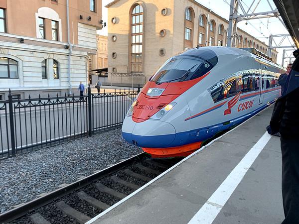 モスクワまでの道のりは高速列車「サプサン号」に乗って! @ サンクトペテルブルク