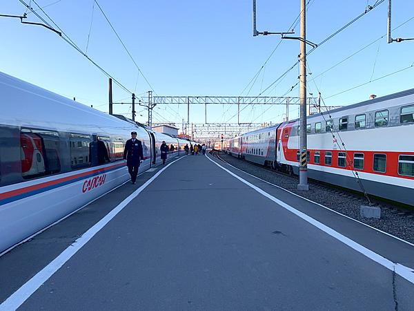 写真:サプサン号に乗るためのモスクワ駅のホーム