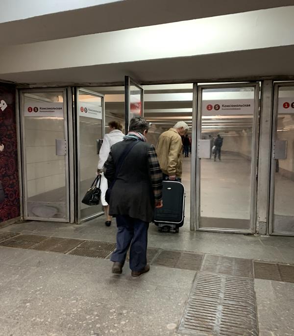 レニングラード駅からメトロへ乗り換え @ モスクワ