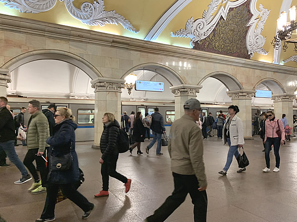 モスクワのメトロの駅は芸術的!コムソモリスカヤ駅編