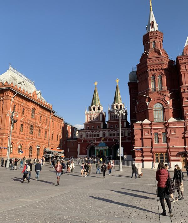 赤の広場の外側(チェアトラーリナヤ駅まで) @ モスクワ
