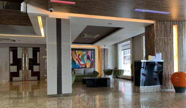 立地抜群のホテル The Brunei Hotel エントランス