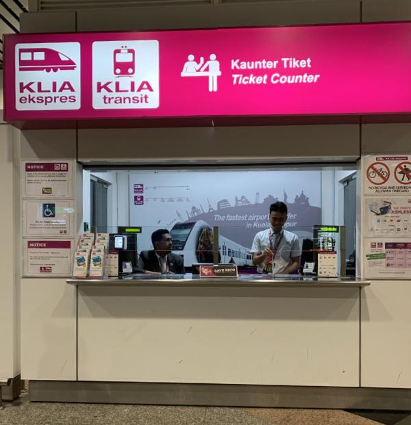 クアラルンプール国際空港(KLIA)からKLIAエクスプレスへ