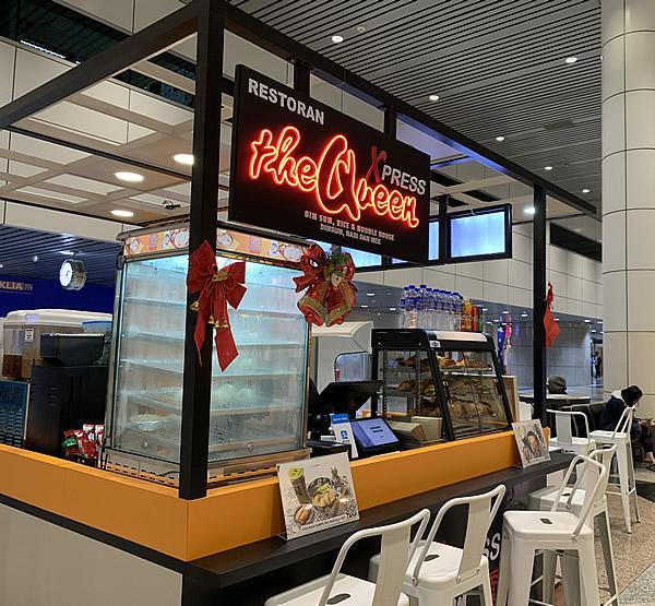 クアラルンプール国際空港(KLIA)の到着フロアのカフェ
