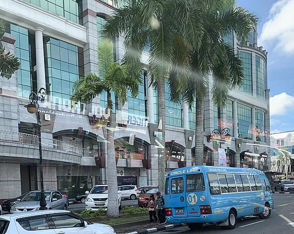 若い方に人気のショッピングモール「The Mall」 @ ブルネイ