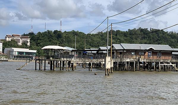 世界最大の水上集落「カンポン・アイール」@ブルネイ