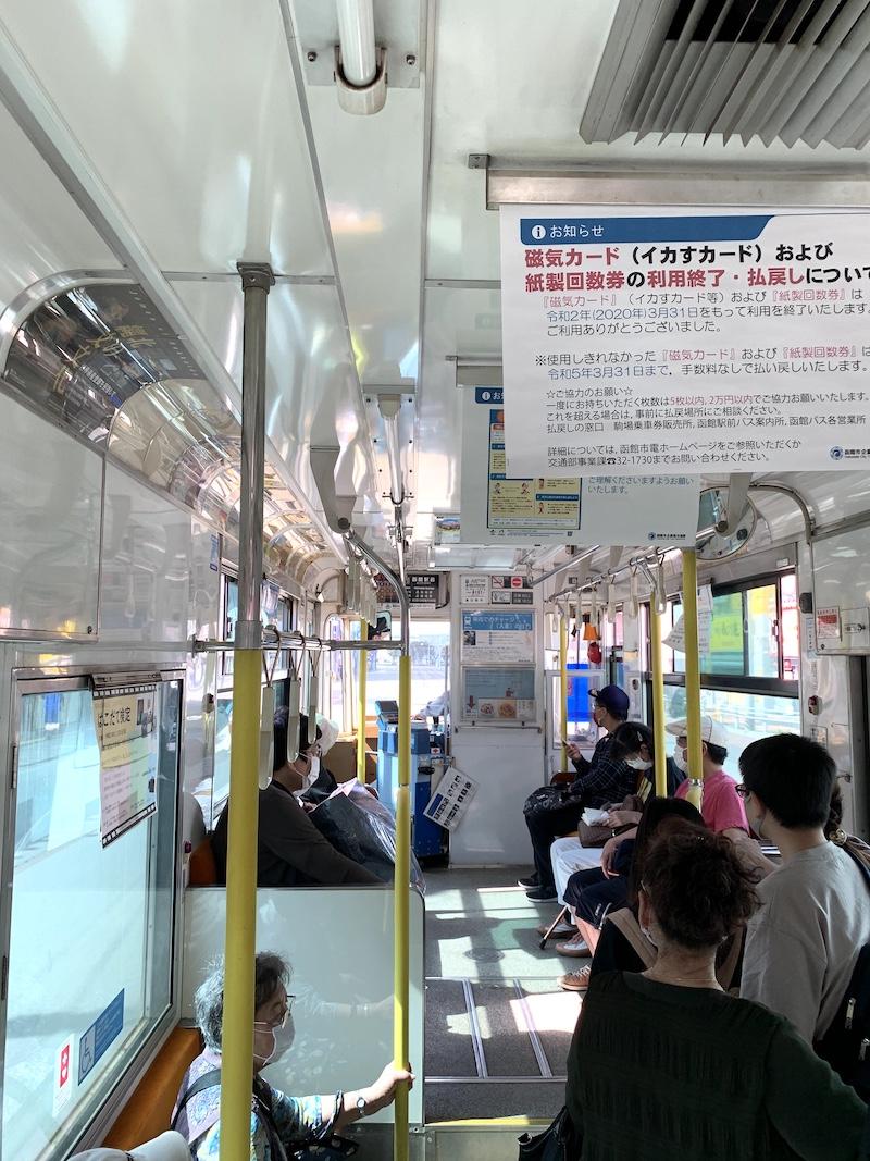 函館 路面電車の車内