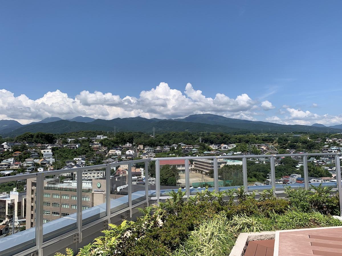 ミナカ小田原 展望フロアからの眺め 箱根の山