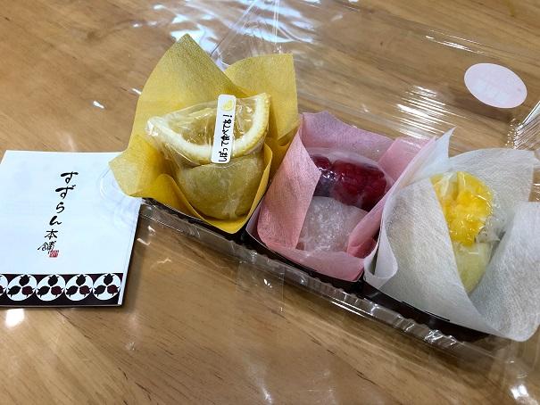 テーブルの上のフルーツ大福