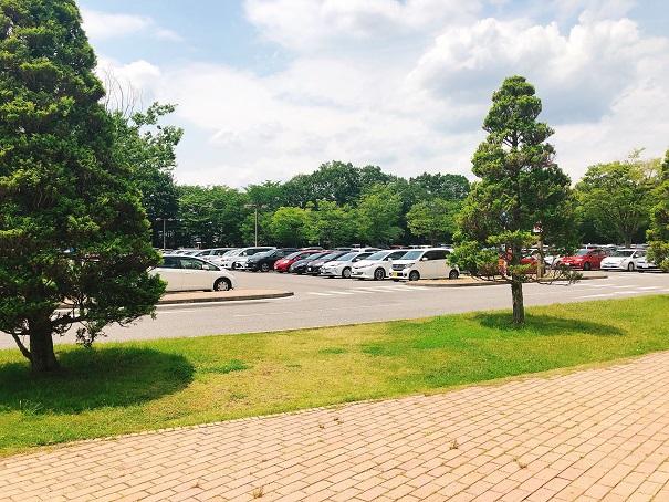 レストラン「ヨコハマ」の駐車場