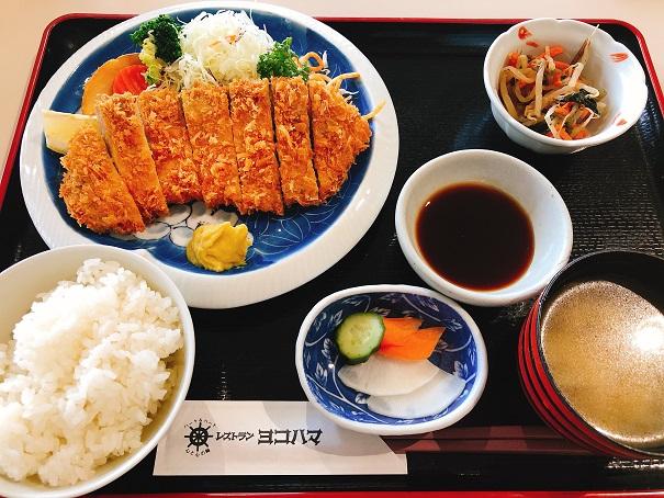 レストラン「ヨコハマ」のロースカツ定食