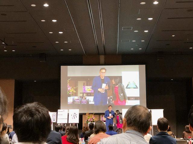 講演会に登壇するロバート・キヨサキ氏