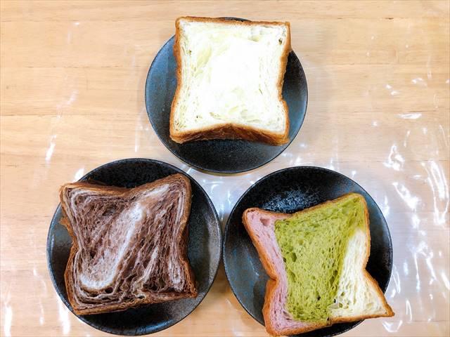 京都祇園ボロニヤのプレーン、チョコレート、苺三色の食パン