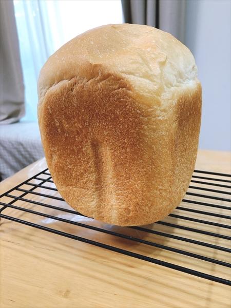 ホームベーカリーSD-MT3で作ったパンを型から出したところ