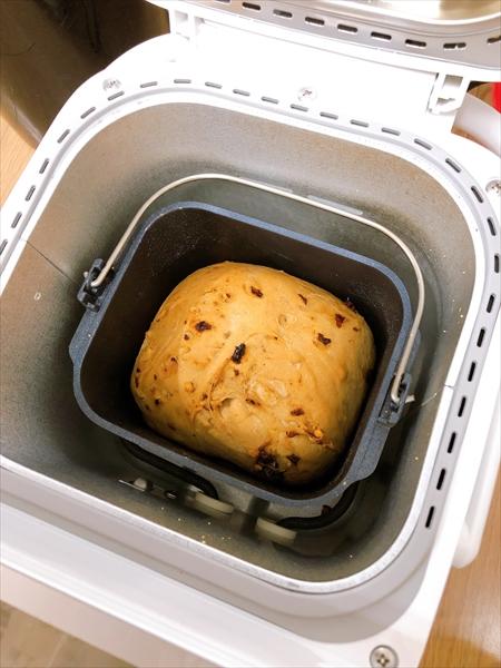 ホームベーカリーのパンが焼き上がったところ