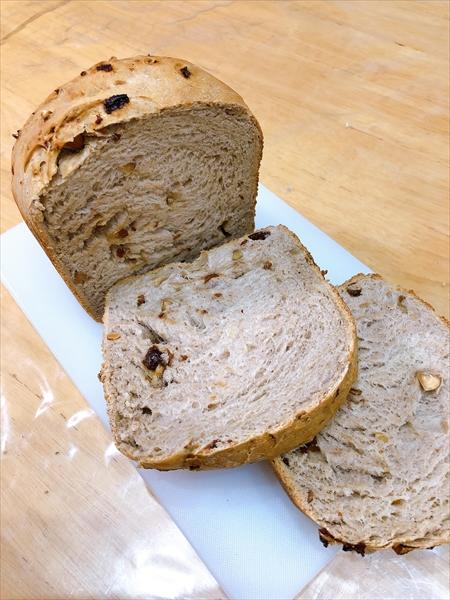 焼き上がったパンを切ったところ