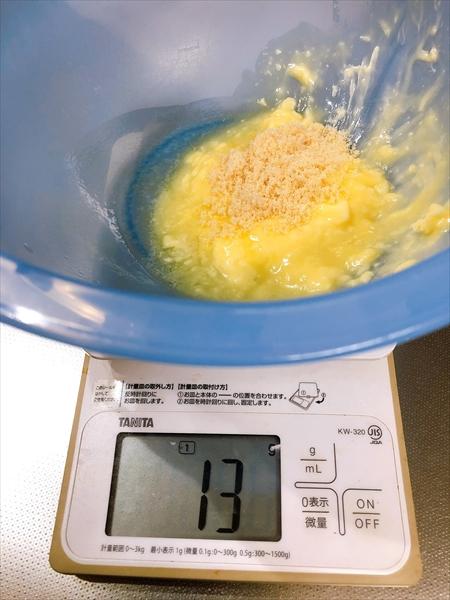 バターに砂糖を加えたところ