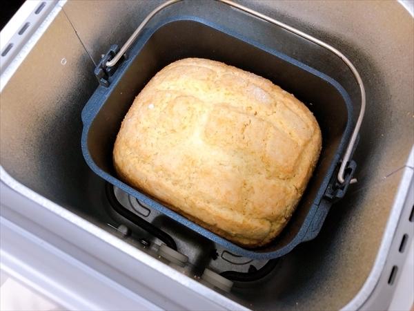 ホームベーカリーのメロンパンが焼き上がったところ