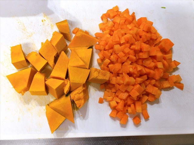 かぼちゃ、にんじんを切ったところ