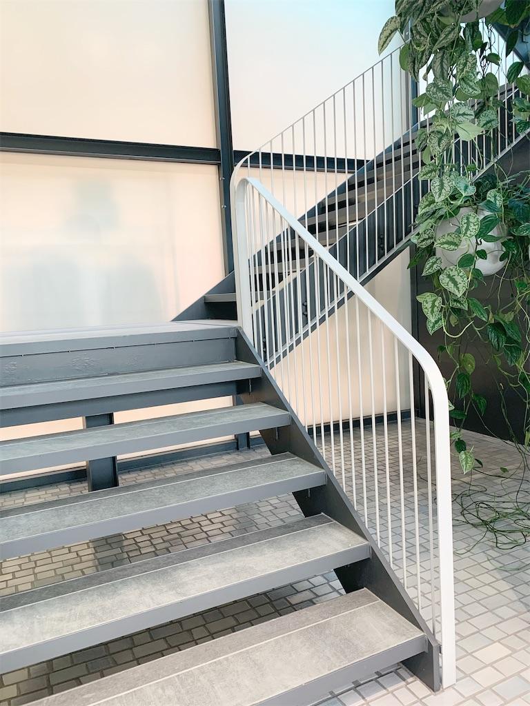 オルビスラウンジの2階への階段