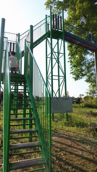 芳賀 唐桶宗山公園 すべり台 階段