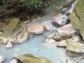 [温泉]目の湯の横の硫黄泉の川