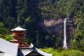 [滝][百名瀑]那智大滝と青岸渡寺 三重塔