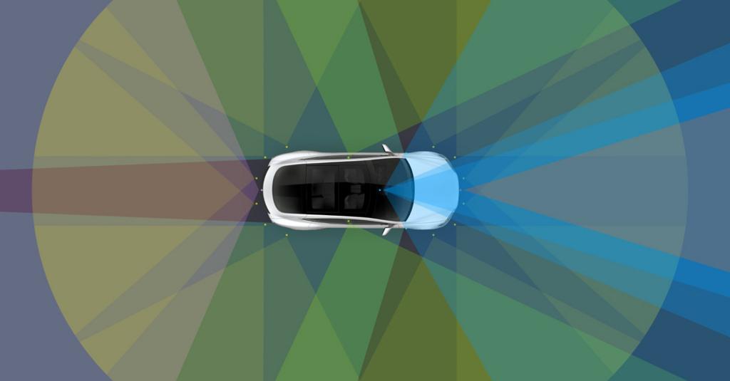 テスラのEVが完全自動運転に向け秒読み態勢。車作りの考え方が違う