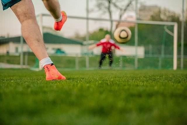 サッカー|30代男子が選んだ「9番」が似合う偉大なストライカ9選【海外選手、元日本代表、現役選手まで】